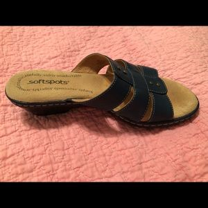 e56205130989cb Softspots Shoes - NWOT SZ 7 ladies leather navy blue Softspot slides